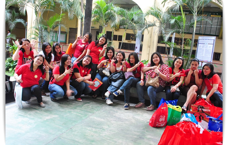 Beautiful people from PLDT Customer Care and their gifts
