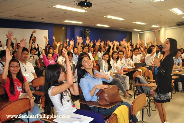 Jhet with JRU students